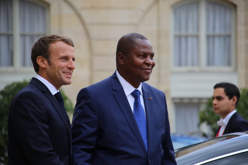 Centrafrique: Emmanuel Macron appelle au respect des accords de paix